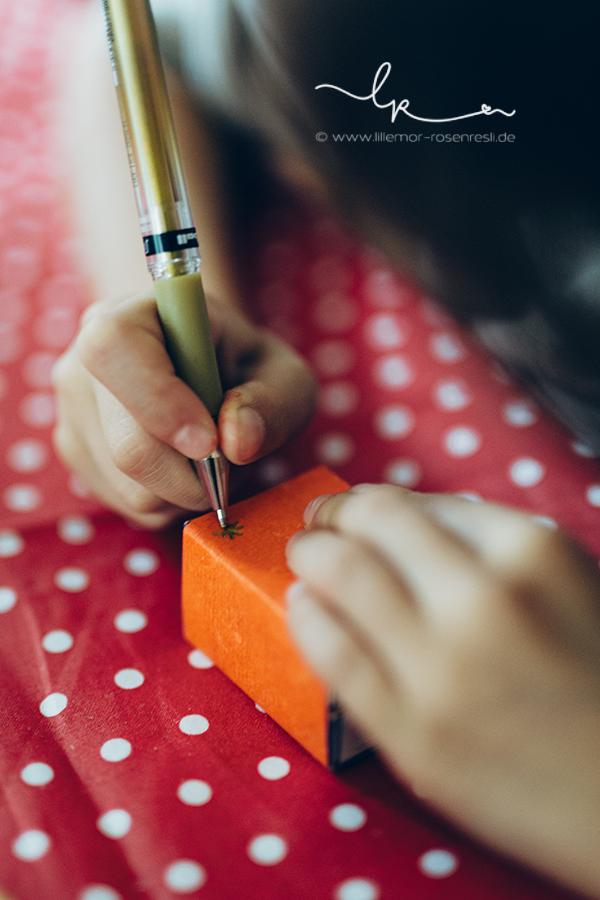 DIY - Streichholzschachteln mit buntem Aquarellpapier bekleben, Aquarellfarben von Stockmar, Waldorf