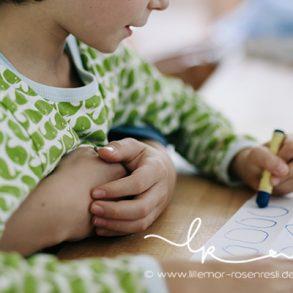 Waldorfschule, Hausaufgaben, erste Klasse, Stockmar, authentische Familienfotografie, natürliche Kinderfotografie, Fotograf, Bietigheim, Ludwigsburg